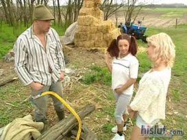 צעירה חמה אוהבת סקס בחווה!