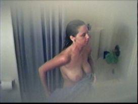 חובבנים במקלחת לאחר מיטת שיזוף!