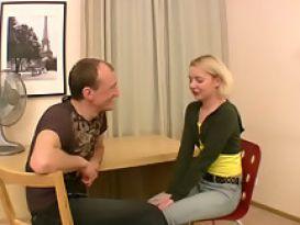 צעירה חרמנית אוהבת סקס חזק וטוב מזוג גברים!