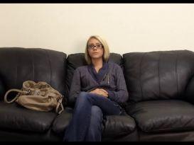 בלה מקבלת אנאלי בראיון שלה