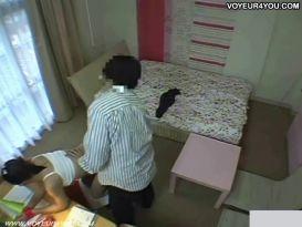 מצלמות נסתרות בחדר