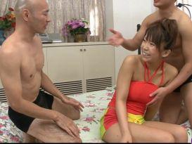 צעירה יפנית סקסית מזדיינת נהדר!
