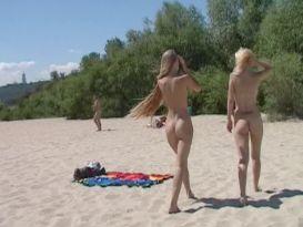 עירום בחוף ים בחורות רוסיות!