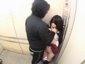 מציצה חמה וזיון במעלית!