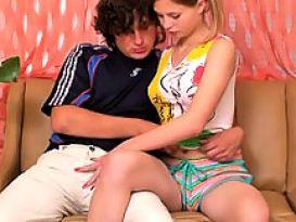סקס פשוט ויפה עם צעירה חובבנית!
