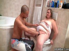 סקס חם עם שומן בחדר האמבטיה