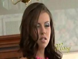 צעירה חמודה אוהבת להזדיין יפה וטוב!
