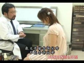 צעירה מאסיה נדפקת חזק אצל הרופא!