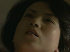 צעירה חרמנית מאסיה בסקס חסוי על המיטה!