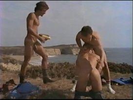 אורגיה גאה נהדר בחוף הים!