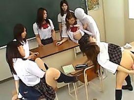 אורגיה עם תלמידות יפניות!