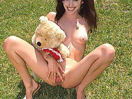 צעירה שובבה אוהבת מין עמוק!