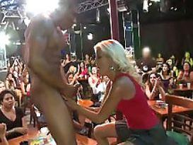 מסיבת סקס עם חשפנית ומציצה!