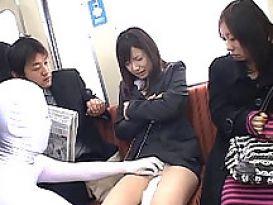 צעירה חמה אוהבת להזדיין ברכבת באסיה!