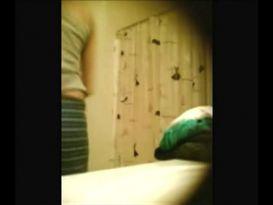 חובבנית נתפסת בעירום מול המצלמה!