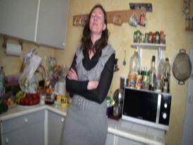 צעירה חרמנית מזדיינת טוב וחזק ומקבלת זין שחור!
