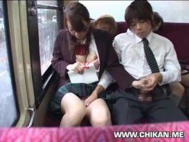 מאלצים אותה לתת עבודת יד באוטובוס