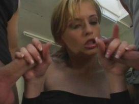 סקס עם בלונדינית חמה וצעירה!