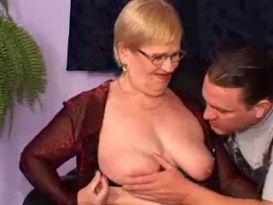 סבתא מקבלת סקס חזק!