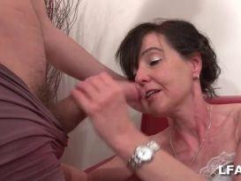 מילפית חמה מקבלת סקס טוב!
