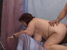 מבוגרת שמנה חובבנית בסקס ביתי!