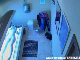 מצלמה נסתרת במיטת השיזוף!