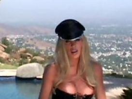 בלונדינית חרמנית ויפה בסקס נהדר!