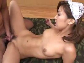 סקס אנאלי לעוזרת יפנית