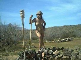 עירום נשי בחווה!