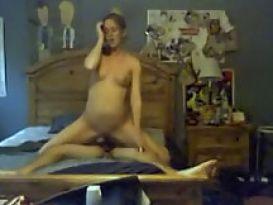 סקס נהדר של צעירה חרמנית בבית!