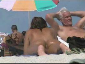 מצלמה נסתרת על חוף הים!
