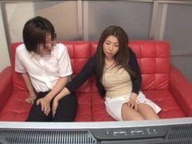 זיון יפני עם אחת בעלת חזה גדול!