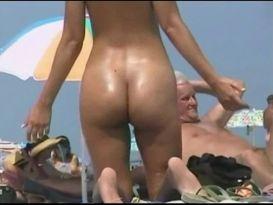 יופי של ישבן על חוף הים!