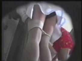 מחליפות בגדים במצלמה נסתרת!