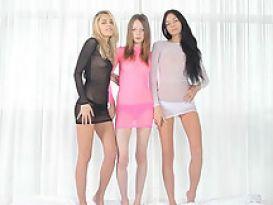 שלוש נערות סקסיות סופר סקס לסבים