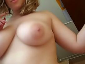 בחורה יפה בסקס חובבני בבית טוב!